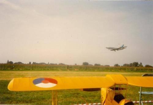 Dc 3 vliegt op willebroek 19-9-1987
